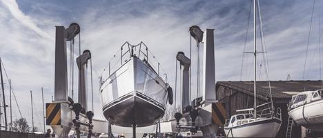 moderne Werft mit Winterlager