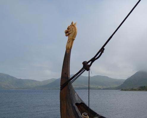 Wikingerschiff mit Drachenkopf